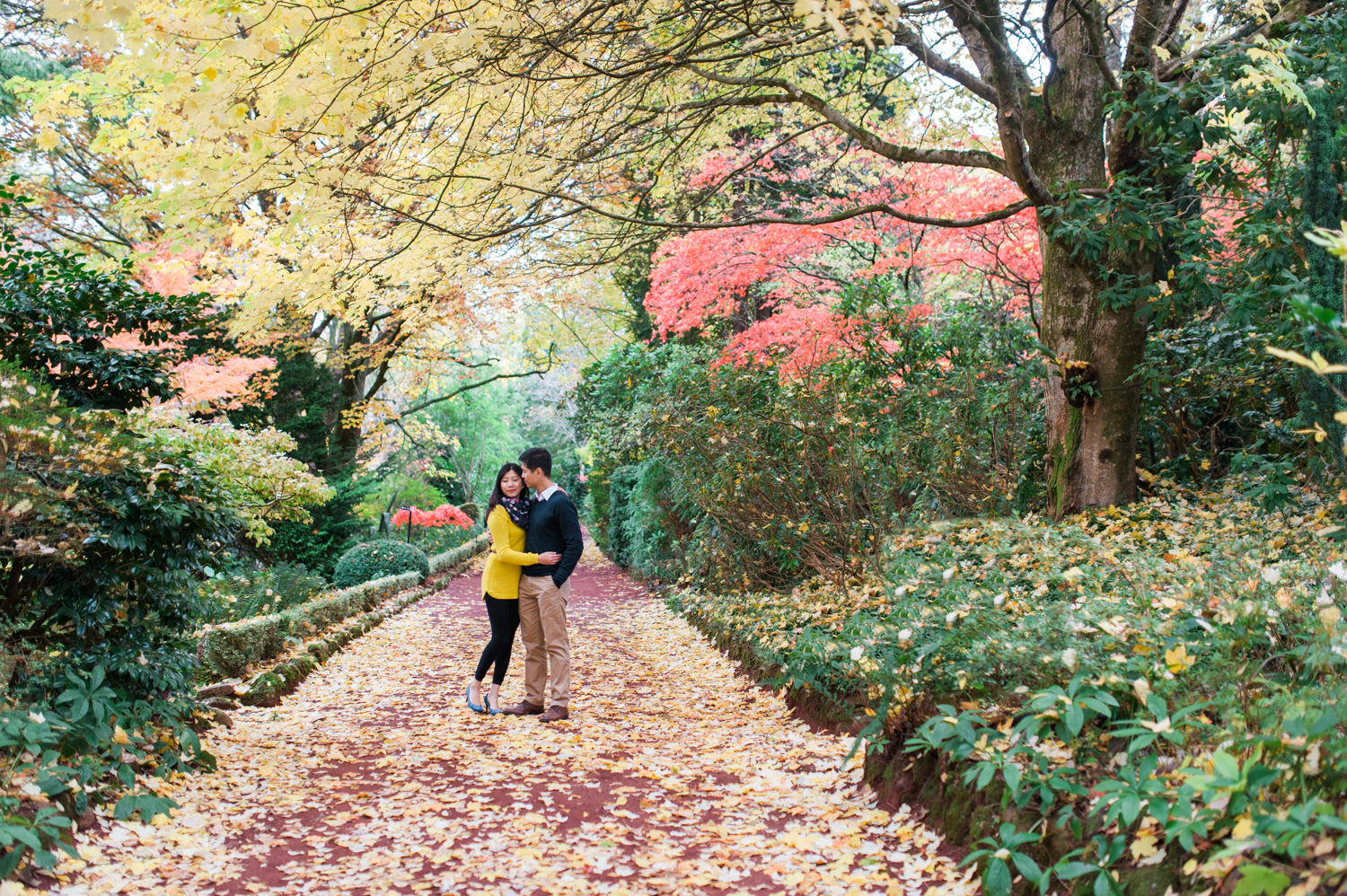 melbourne-australia-pre-wedding-casual-engagement-destination-wedding-autumn-themed-the-wedding-notebook