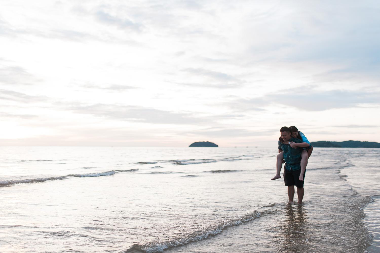 kota-kinabalu-pre-wedding-sabah-lifestyle-engagement-outdoor-casual-tanjung-aru