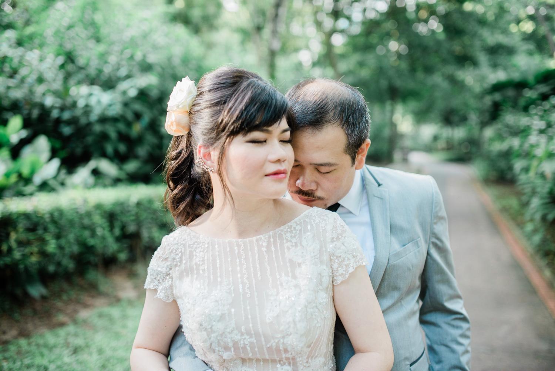 Kuala-lumpur-pre-wedding-engagement-lifestyle-garden-themed-green
