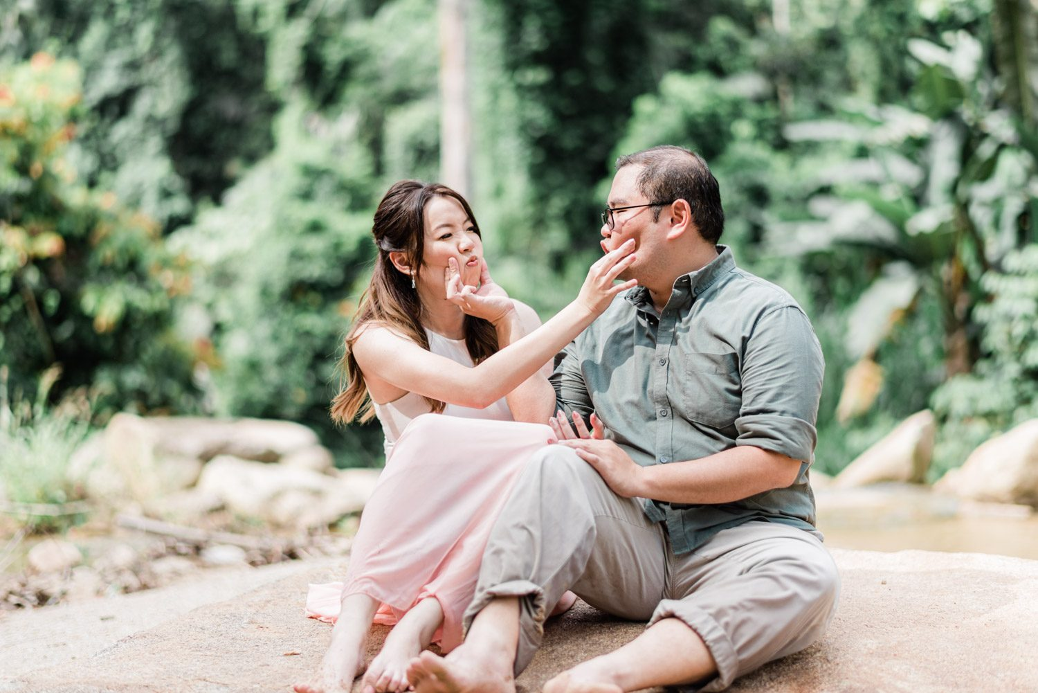 puncak-rimba-pre-wedding-engagement-casual-forest-rustic